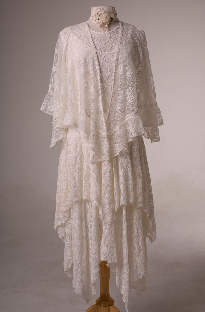 Dress in style wedding dress outfit in ivory lace for Western wedding mother of the bride dresses